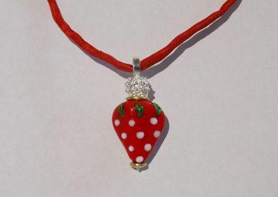 Anhänger Erdbeere aus Glas mit Silber und Gold
