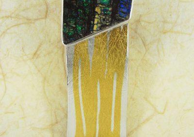 Brosche Silber mit Feingold mit einem australischen Boulder-Opal versteinertes Holz, Unikatschmuck
