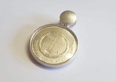 """Anhänger Fuldaer Schatzdöschen """"Der große Taler"""" Rückseite, Replik einer Münze, Silber mit Amethyst"""