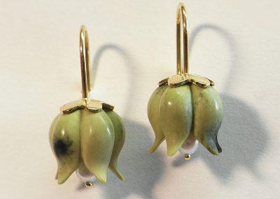 Ohrhänger Glöckchen aus Serpentin mit Perlen in 750/- Gelbgold