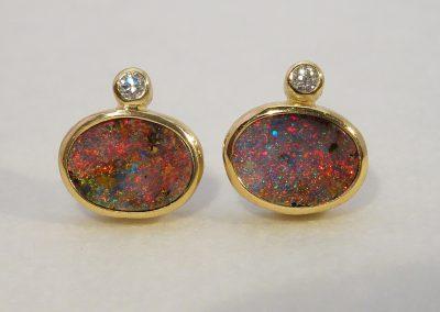 Ohrstecker2 australische Boulder-Opale und 2 Brillanten in 750/- Gelbgold
