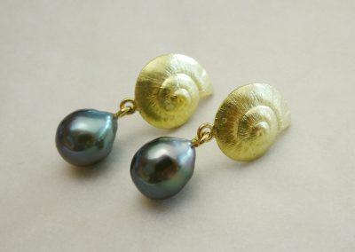 Ohrstecker hängend Schnecken 750/- Gelbgold mit 2 Tahiti-Perlen Tropfen