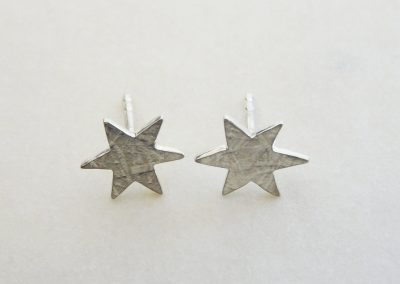 Ohrstecker Sterne in Sterlingsilber mit Struktur