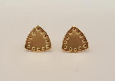 Ohrstecker abgerundete Dreiecke mit Punzierungen in 750/- Gelbgold