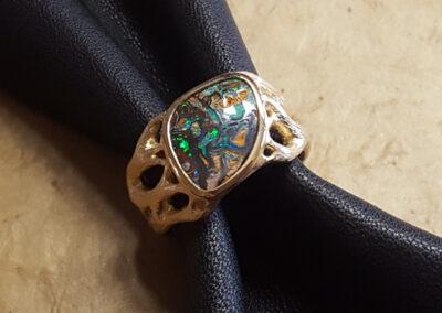 Ring Äste aus Gold mit Matrix-Opal
