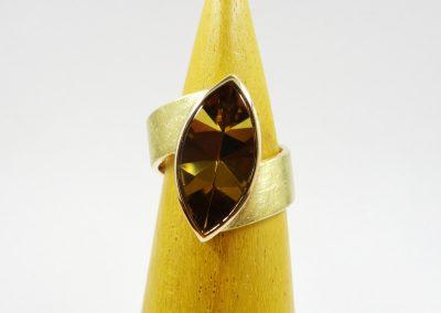 Goldschmiede Pia Hartmann_Ring Gold mit Citrin Navette Tafelschliff