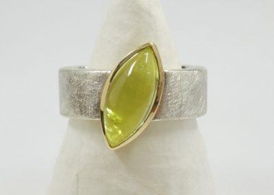 Silberring mit gelbem Turmalin Cabouchon Navette