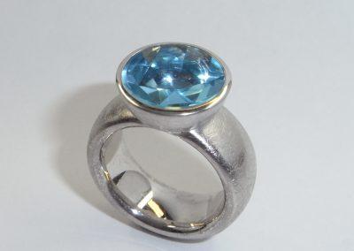 Silberring mit blauem Topas