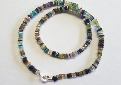 Steinkette diverse Edelsteine als quadratische Plättchen mit Ringschließe Silber