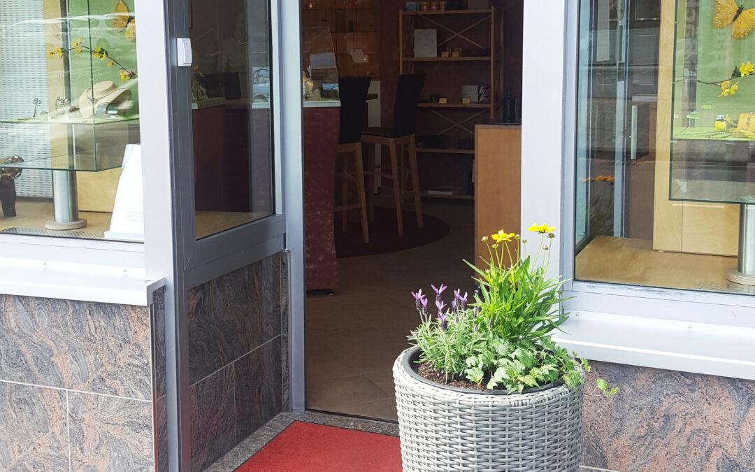 Geöffnete Ladentür