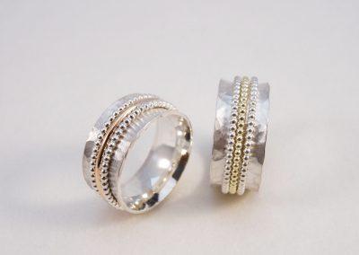 2 Ringe Silber gehämmert mit Drehelementen Silber und Gold